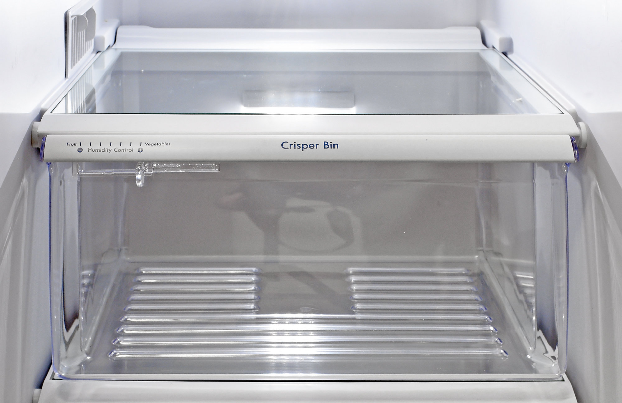 The Kenmore 51122 only has one crisper drawer, and it's not very good.