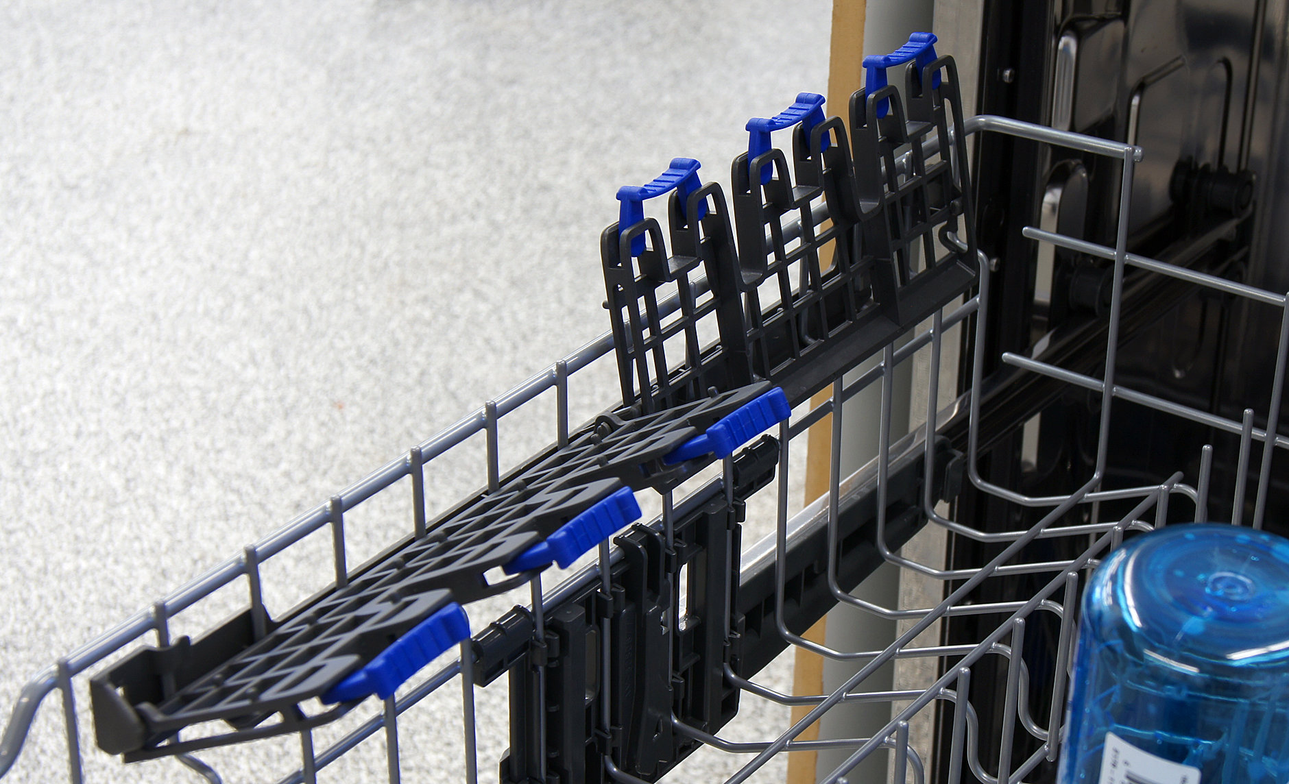 Electrolux EI24ID30QS stemware clips