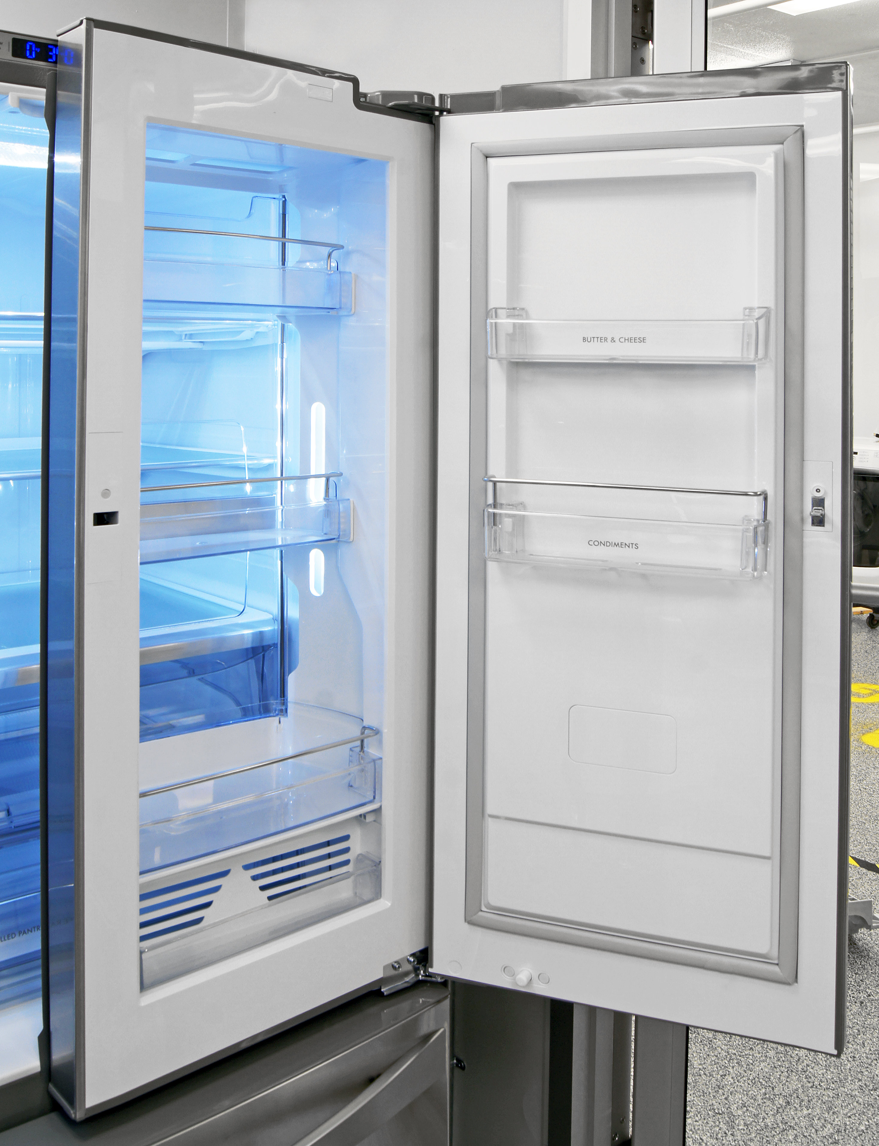 The Kenmore Elite 74033's door-in-door compartment contains shelves of varying heights, but none of them are adjustable.
