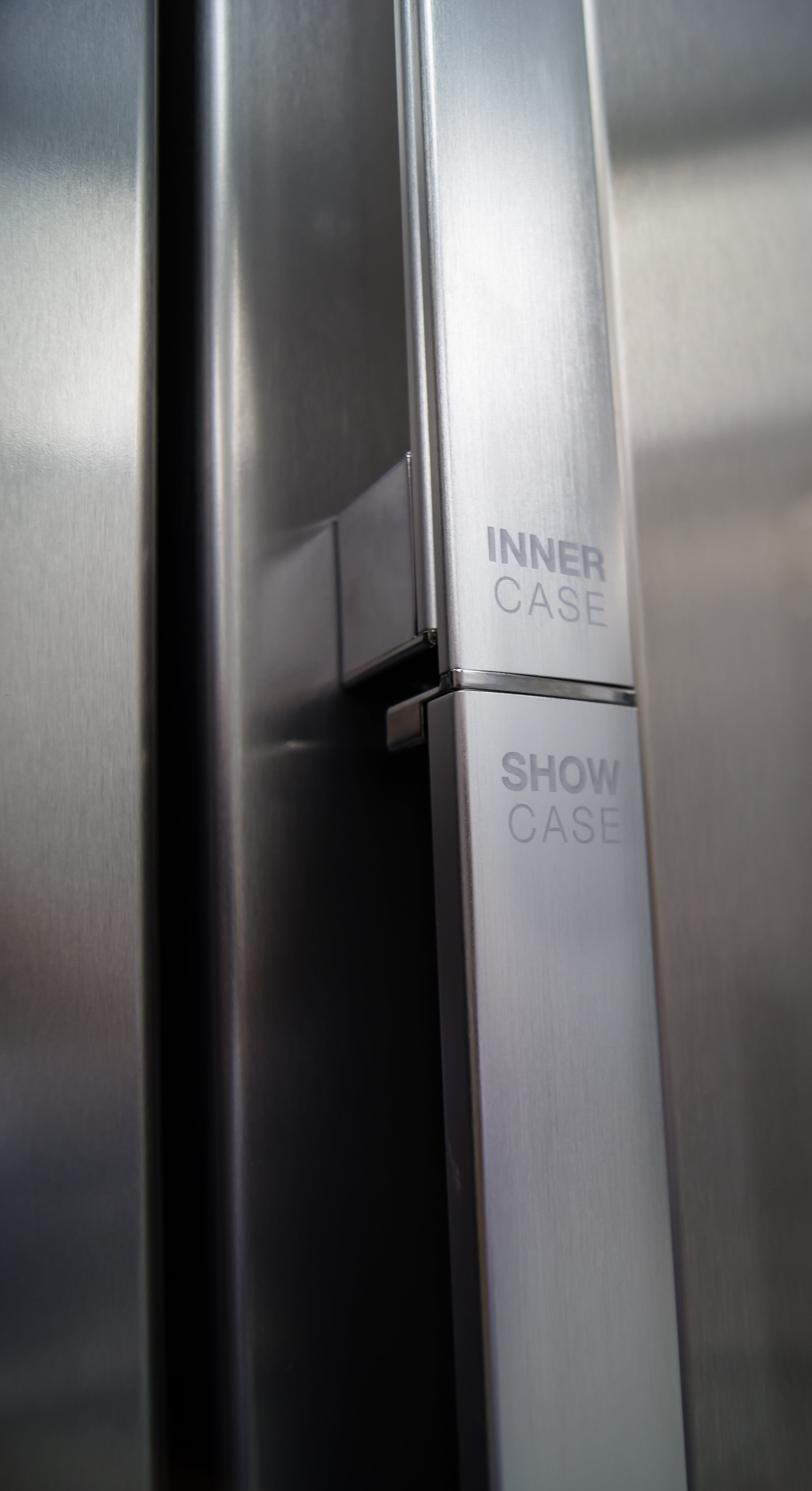The Samsung RH29H9000SR Food Showcaseu0027s Fridge Door Handle Is Divided Into  An Upper And Lower Section