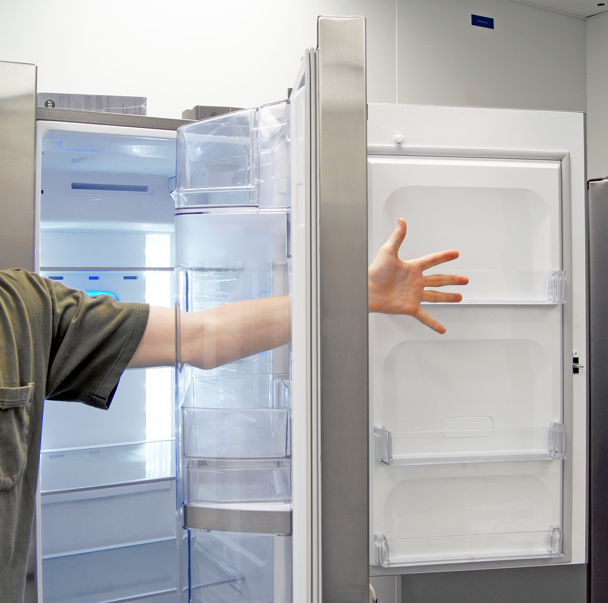 Look, ma! No walls on the LG LSC22991ST's fridge door—just lots and lots of food storage.