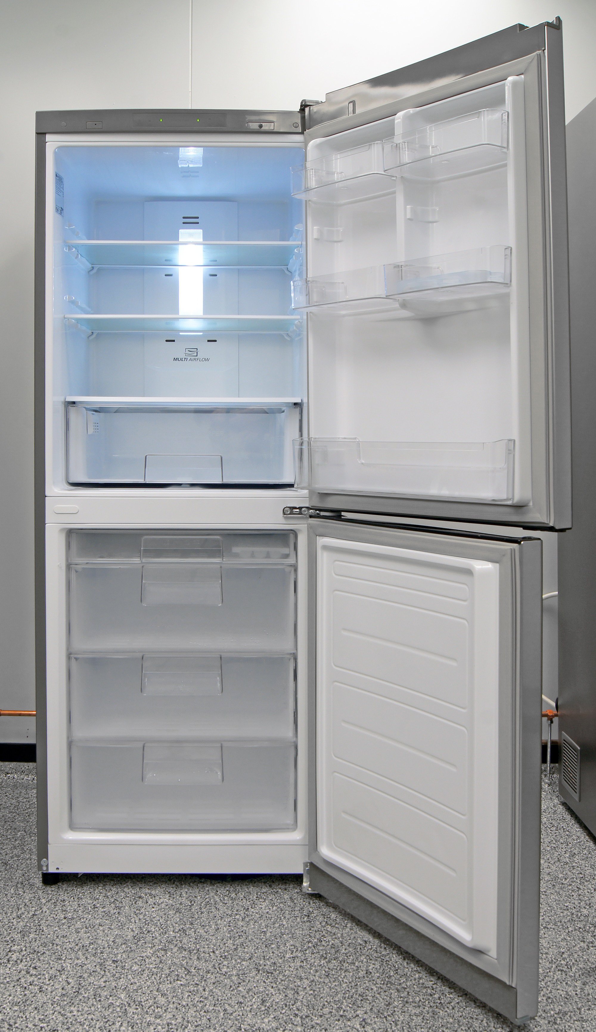 Both the fridge and freezer are effectively cooled, making the LG LBN10551PV a great all-around unit for your apartment's stylish kitchen.