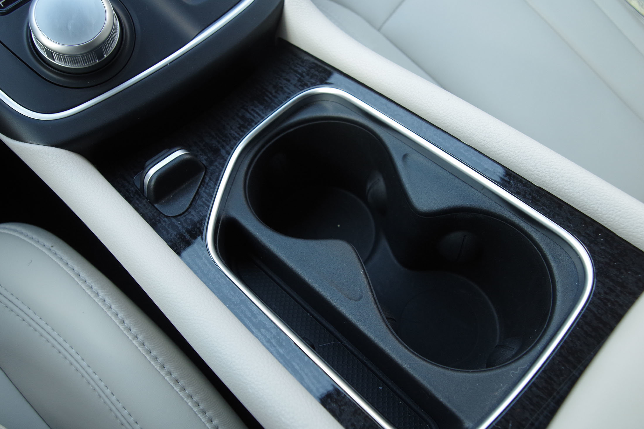 Chrysler 200 cupholders
