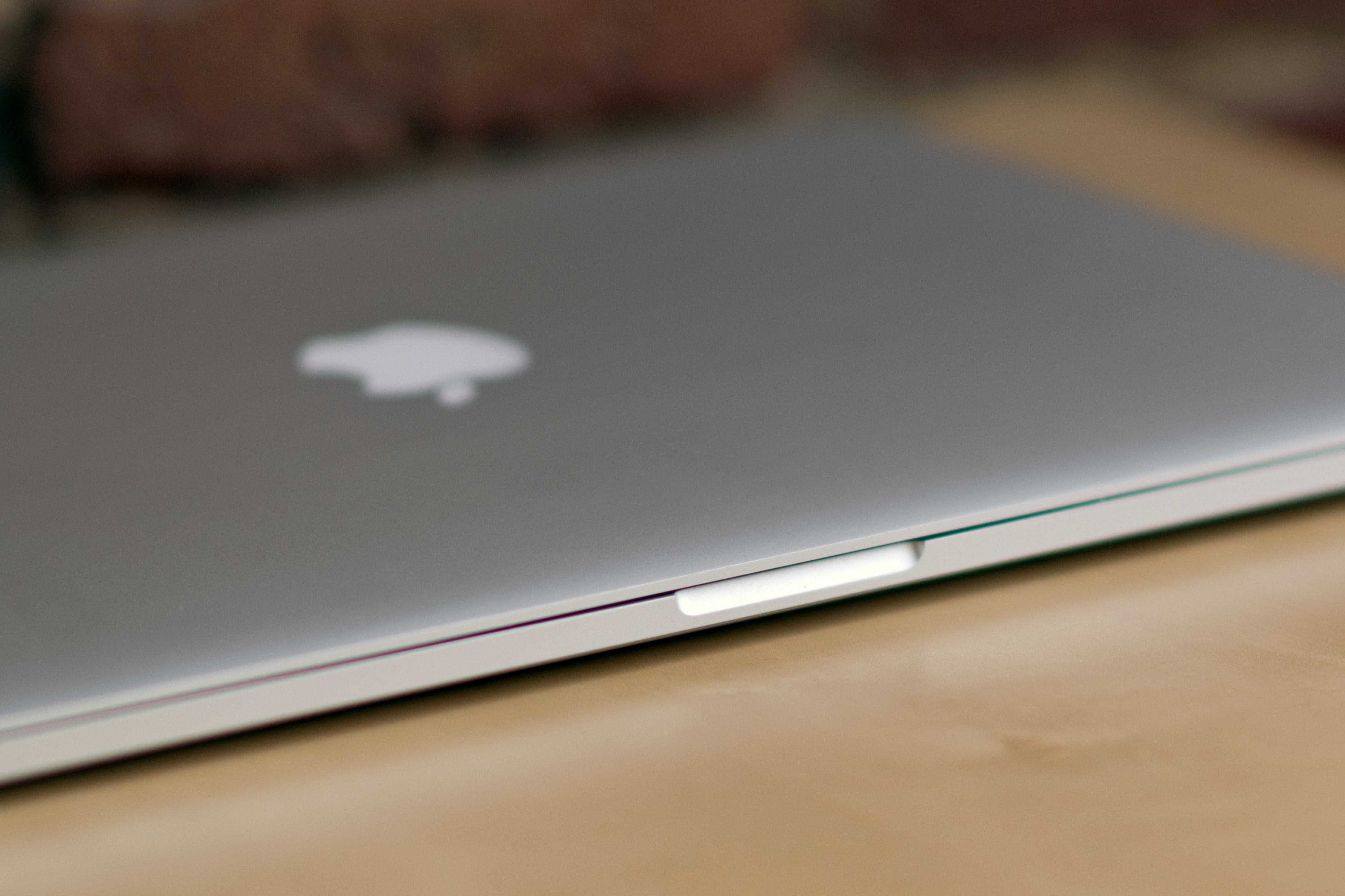 A picture of the Apple MacBook Pro with Retina Display's latch.