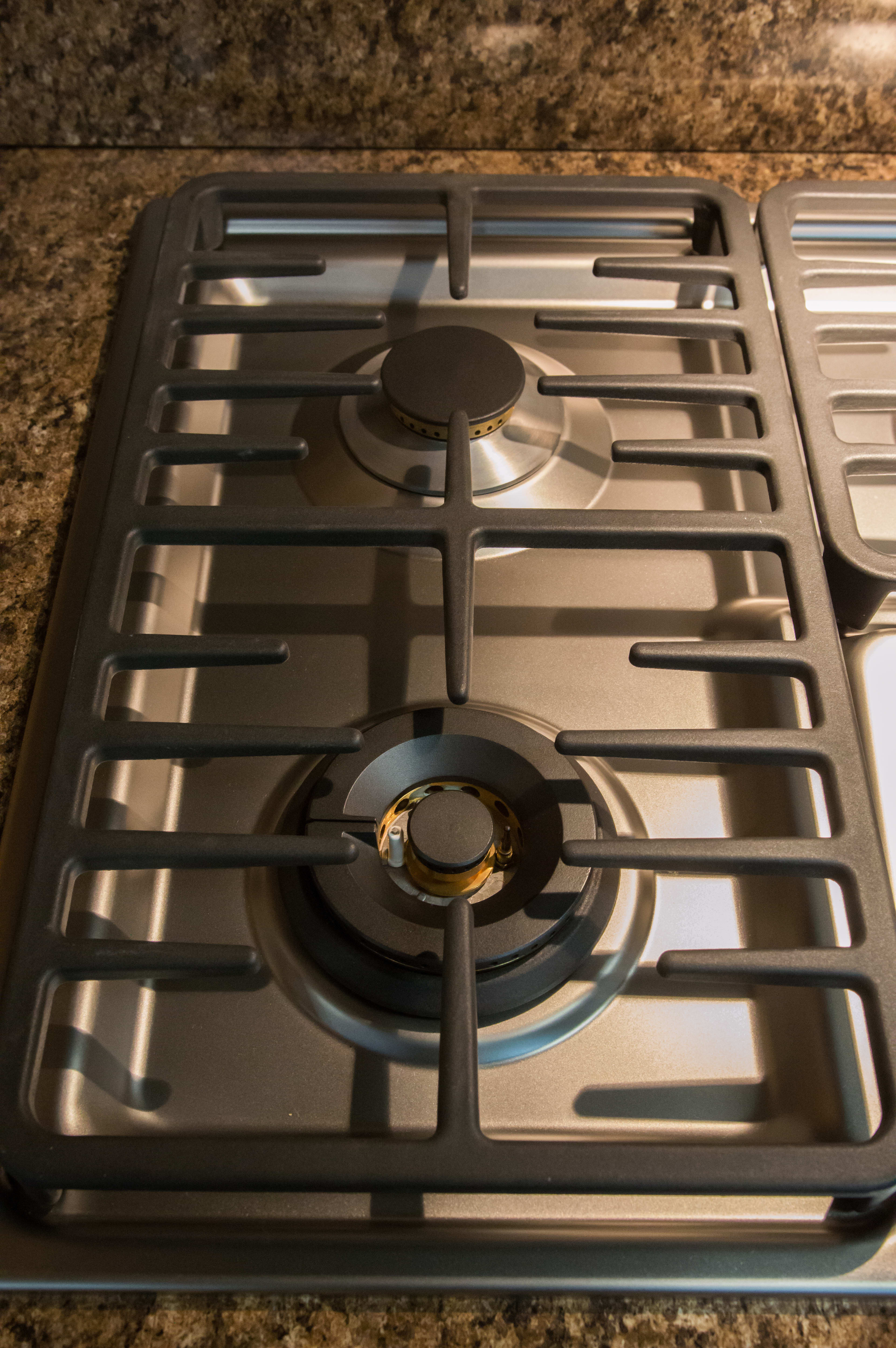 Linear grates on left side of cooktop
