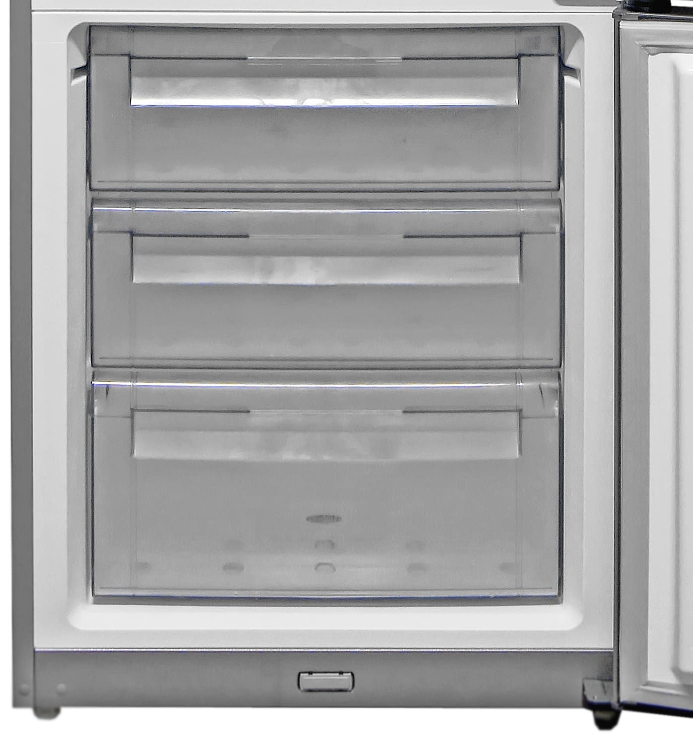 The Fagor FFJA4845X's three sliding freezer drawers are a built unwieldy, especially when filled up with heavy frozen food.