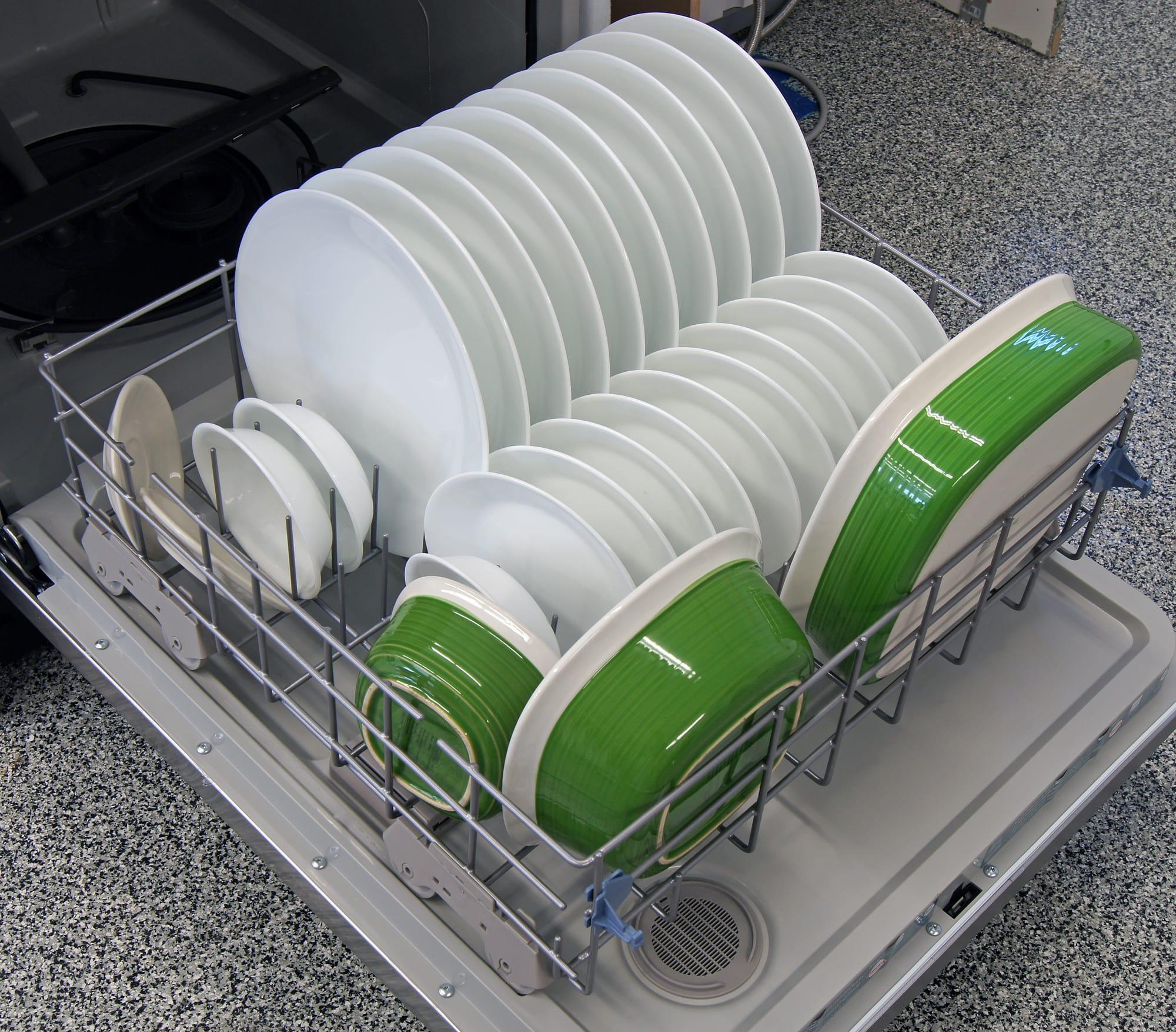 Whirlpool WDF530PAYM bottom rack capacity