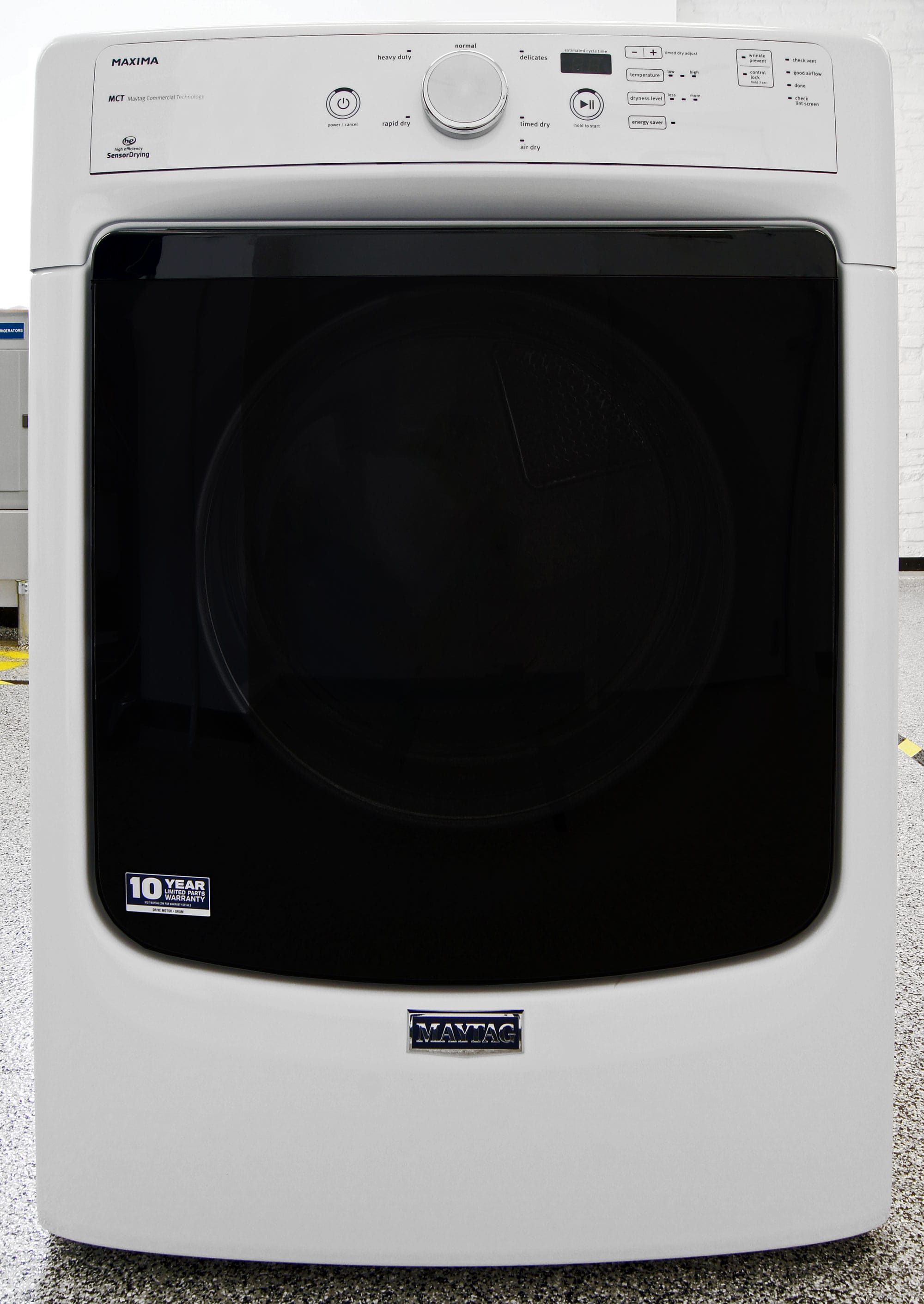 Aesthetically, the Maytag Maxima MED3100DW is identical to the more expensive MED5100DW.