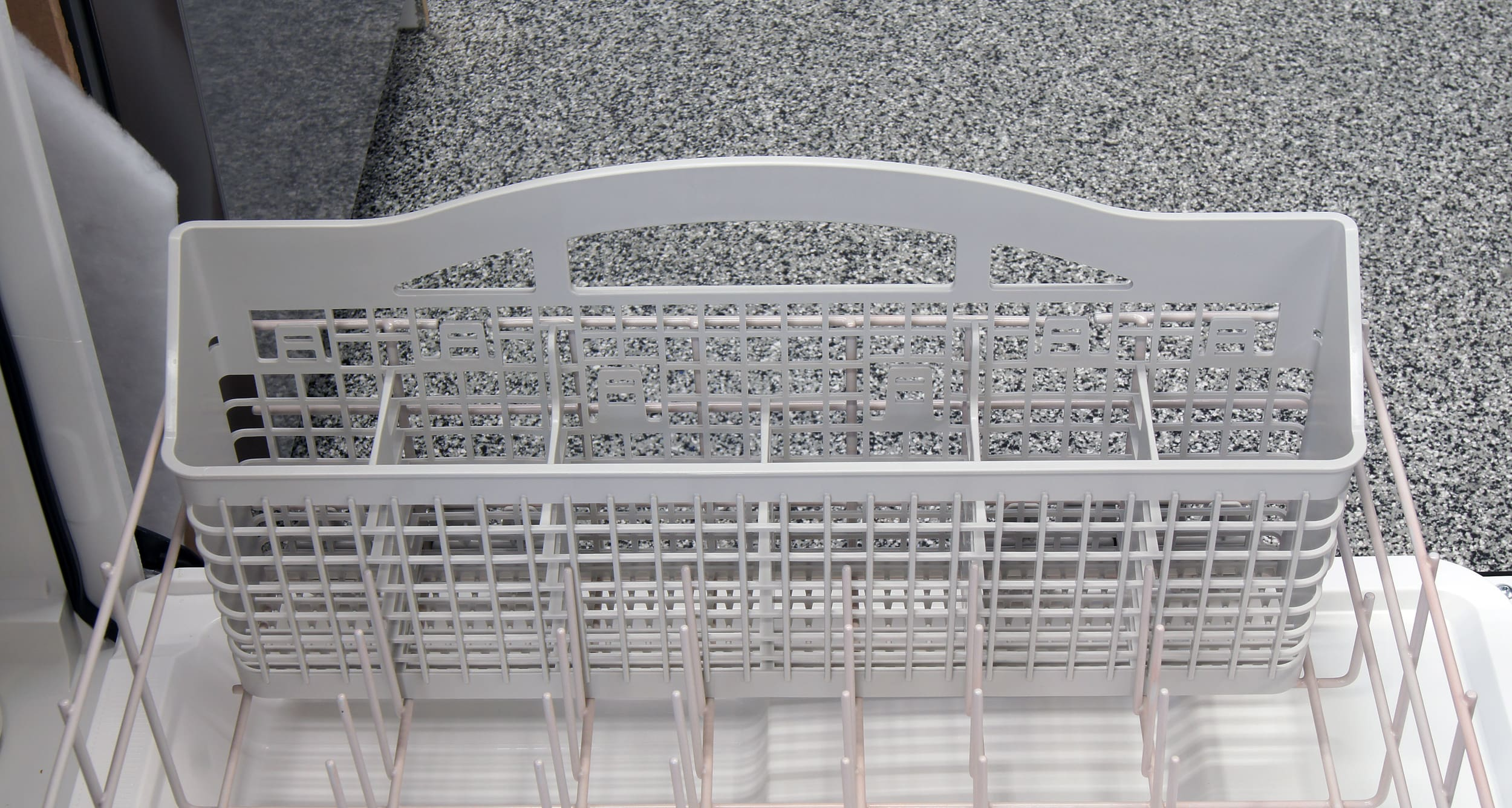 Whirlpool WDF310PAAS cutlery basket