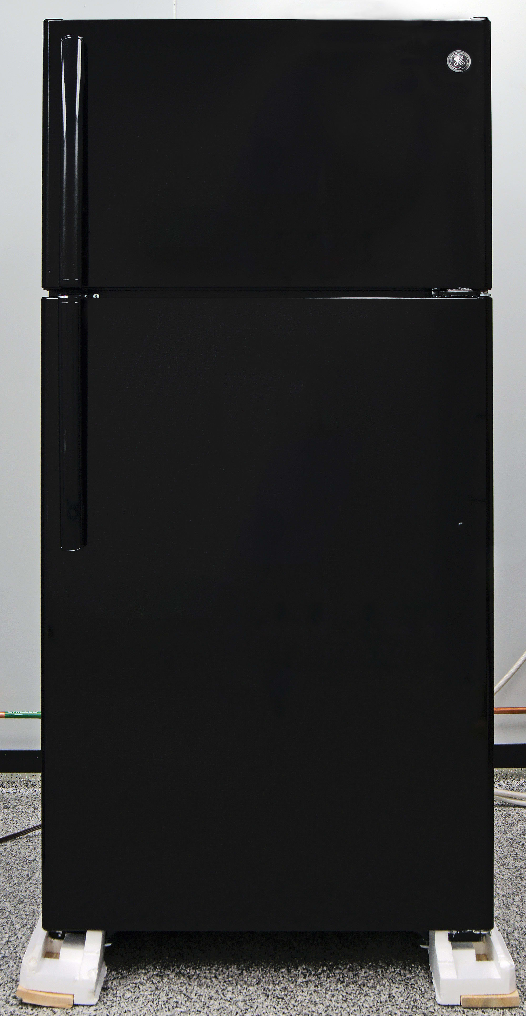 A little black like the GE GIE16DGHBB fridge never goes out of style.