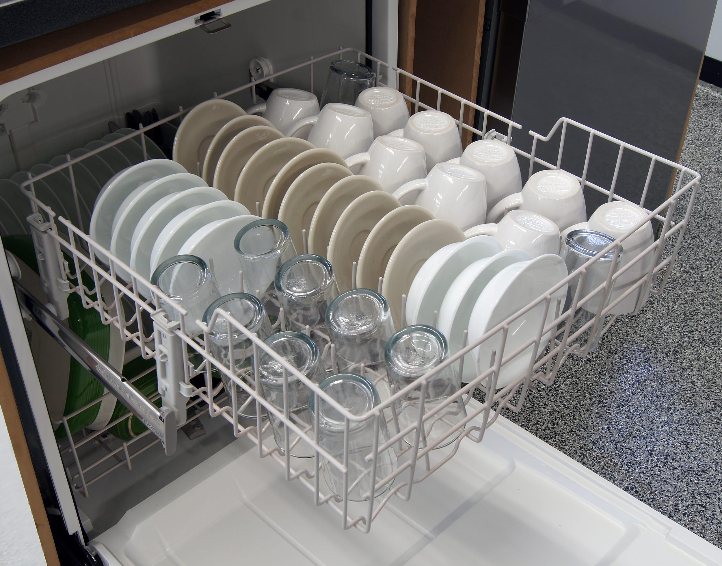 Whirlpool WDF310PAAS top rack capacity