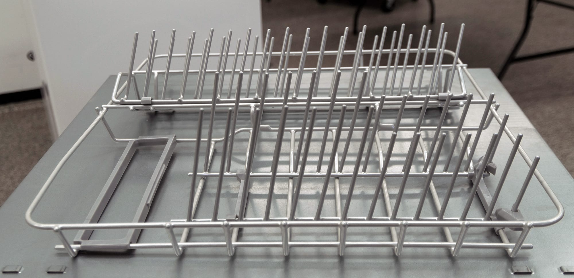 The main rack can be removed entirely.