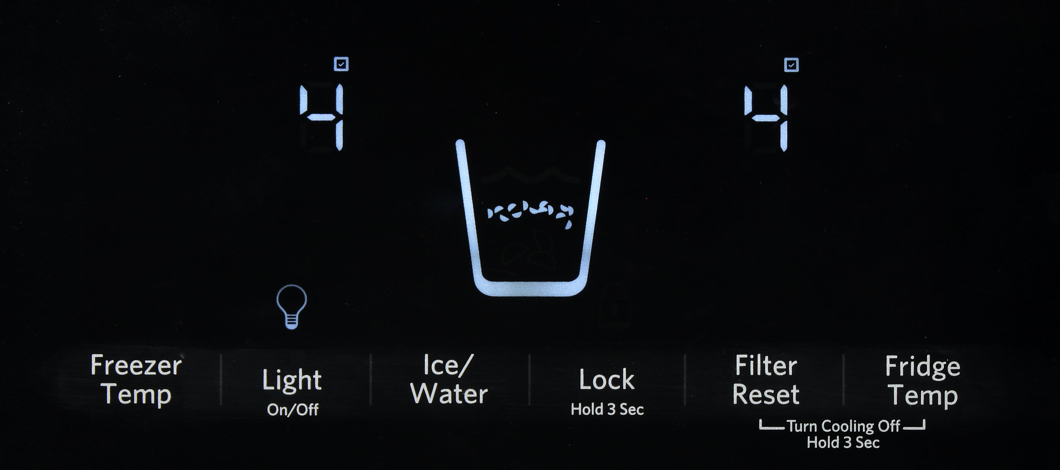 Despite the presence of a touch screen control panel, the KitchenAid KSF22C4CYY doesn't use a degree-based thermostat.