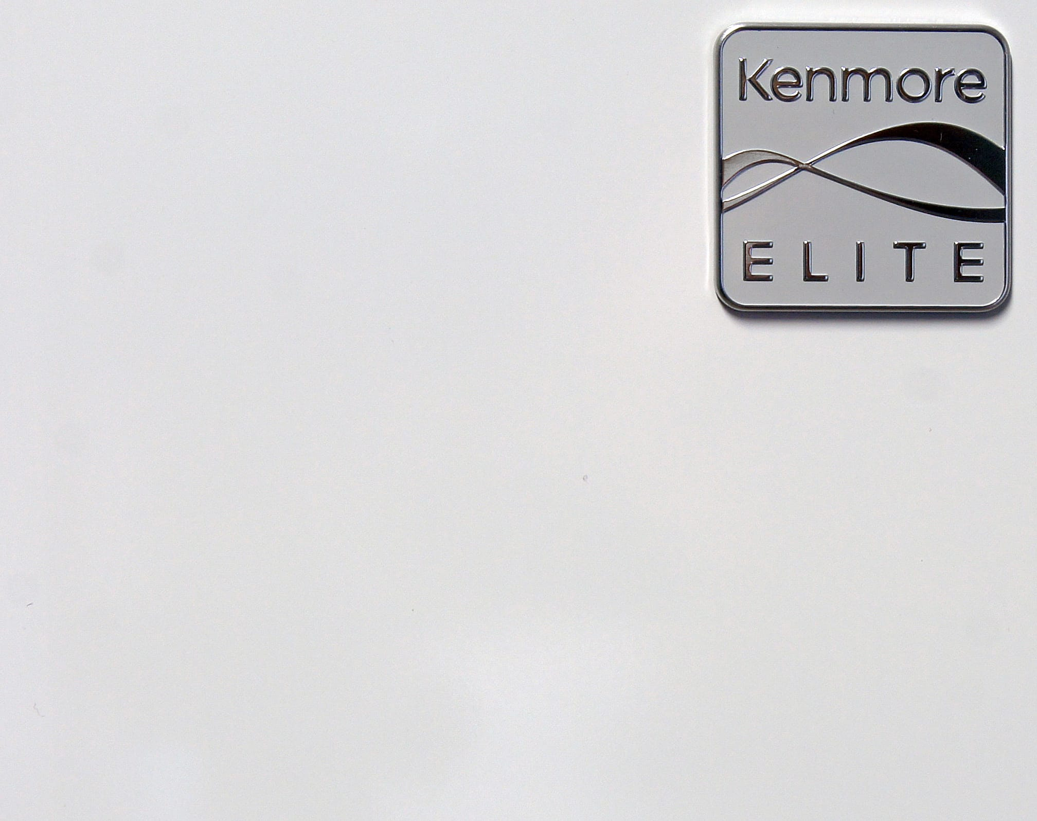 The Kenmore Elite 51162's glossy white finish is great at resisting fingerprints. It does come with a stainless finish, though, for a few hundred more.