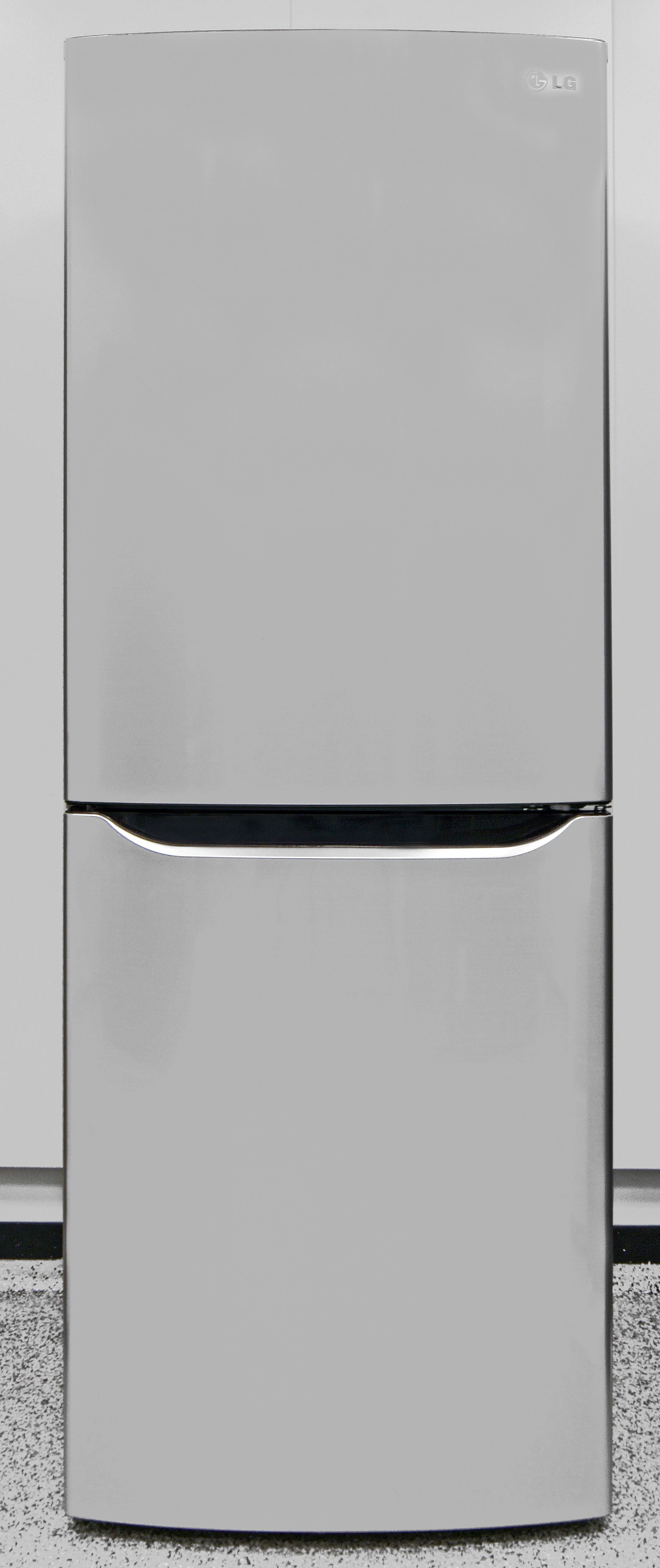 The smooth, stainless finish gives the affordable LG LBN10551PV a high-end feel.