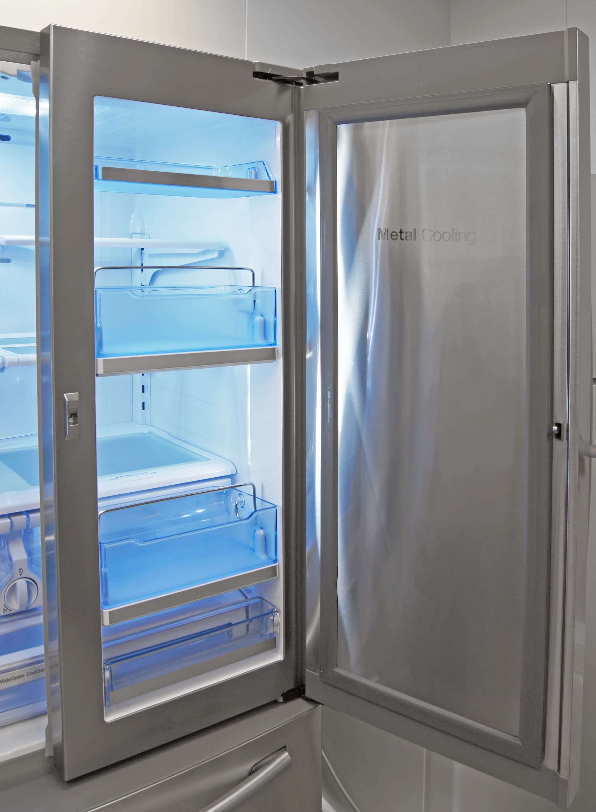 The Samsung RF23HTEDBSR's door-in-door section uses Samsung's Metal Cooling panel to help keep food chilly.