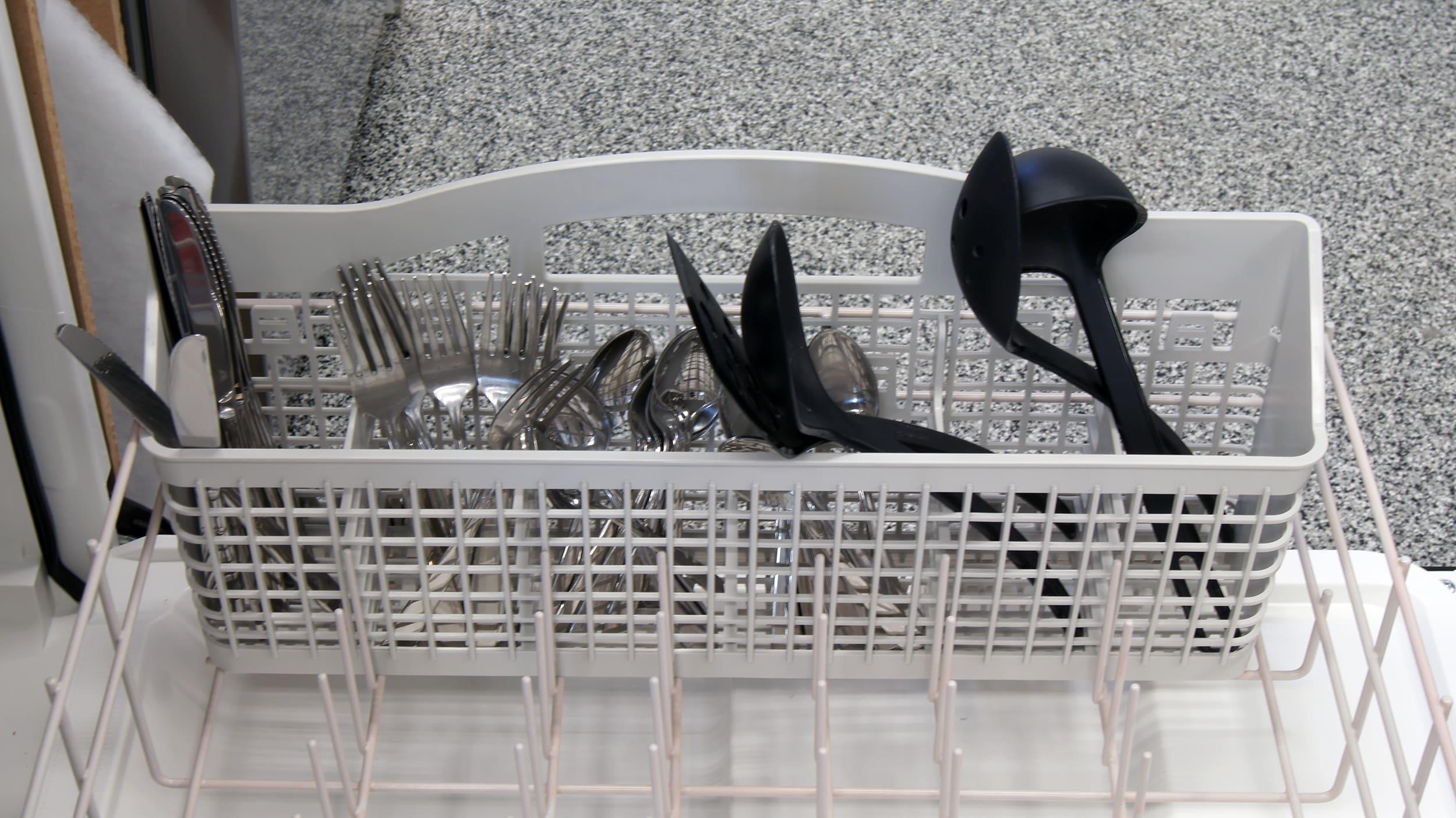 Whirlpool WDF310PAAS cutlery basket capacity