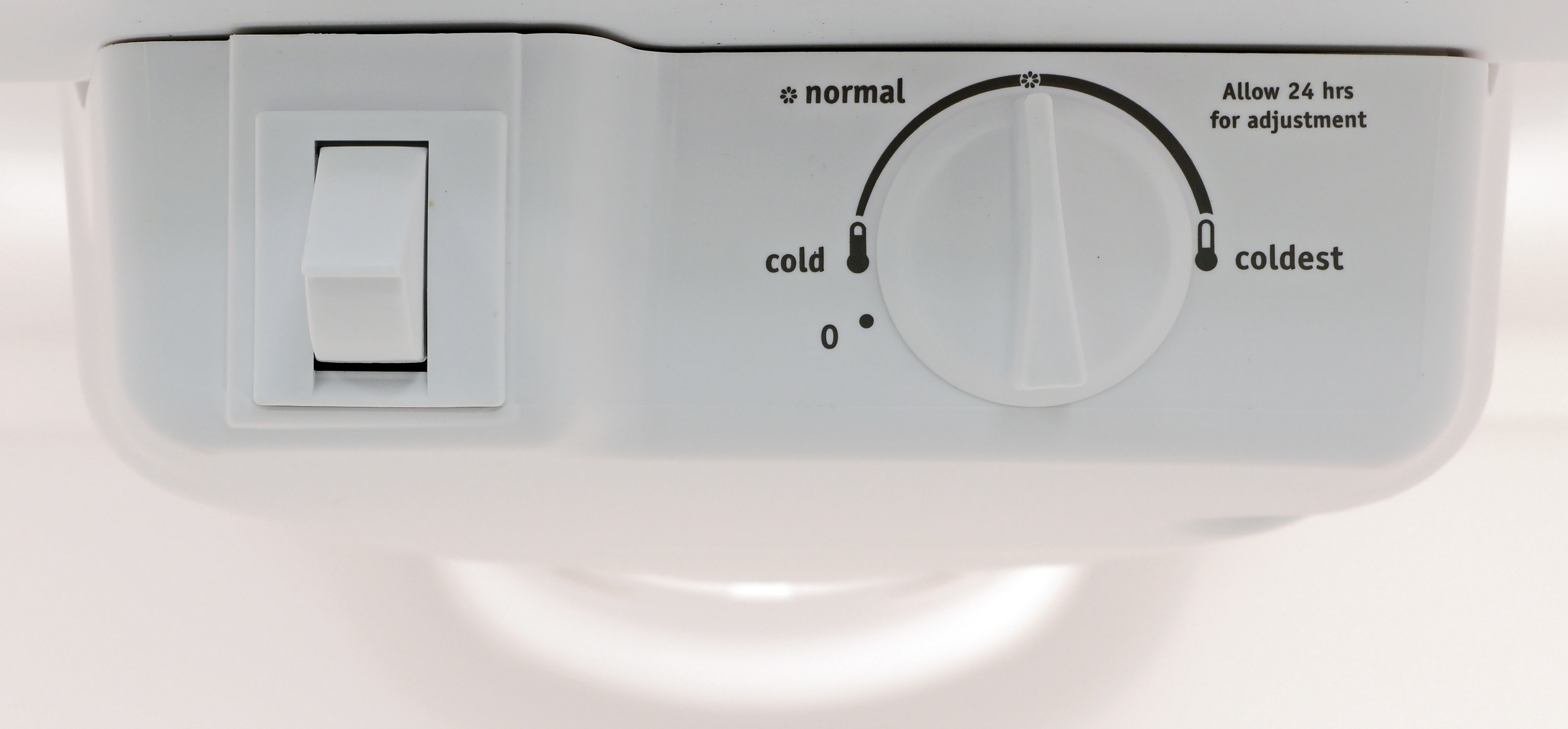 Don't believe the controls: Turn the Frigidaire FFTR1814QW's dial past the recommended setting for optimal performance.