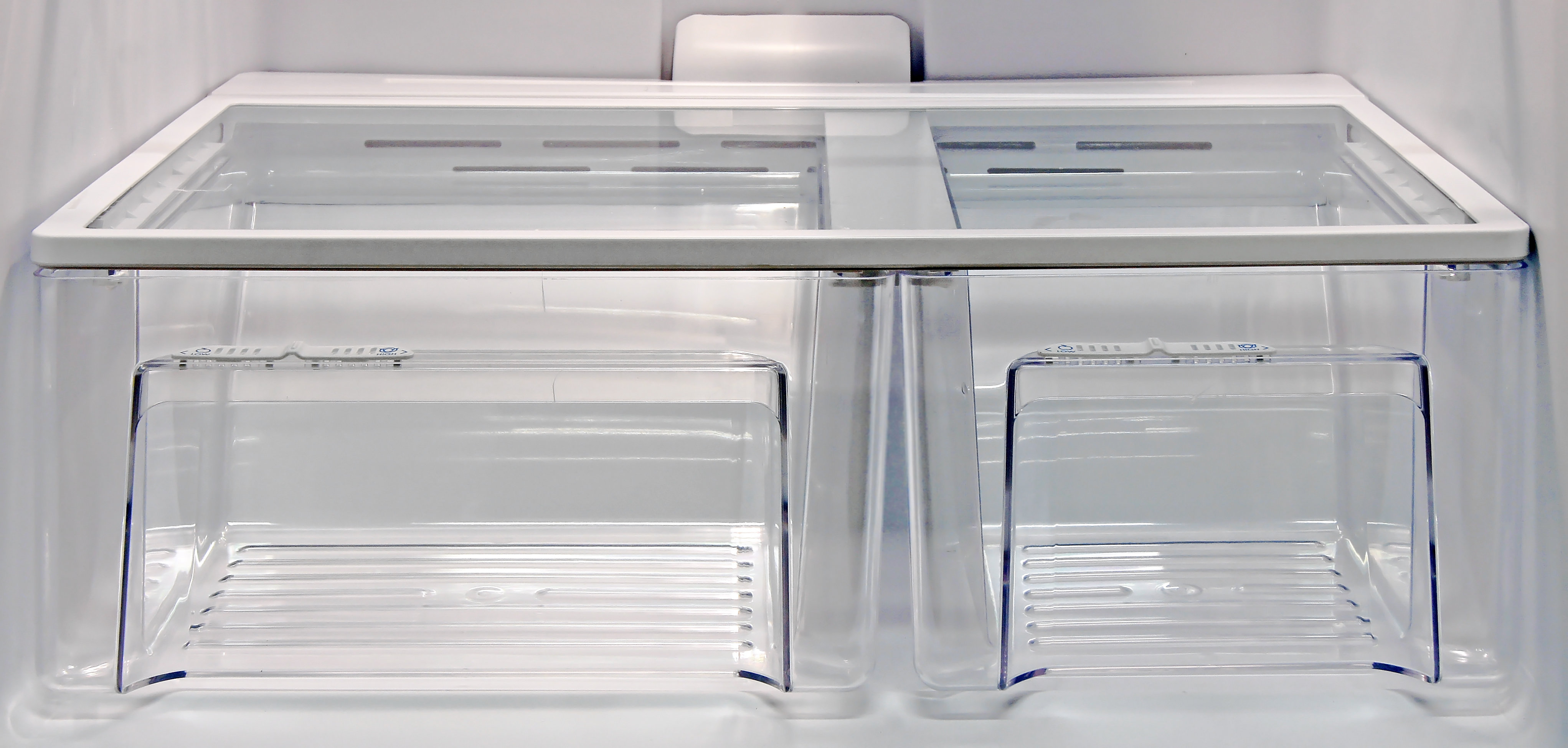 The Kenmore 72152's two asymmetrical crispers work very well.