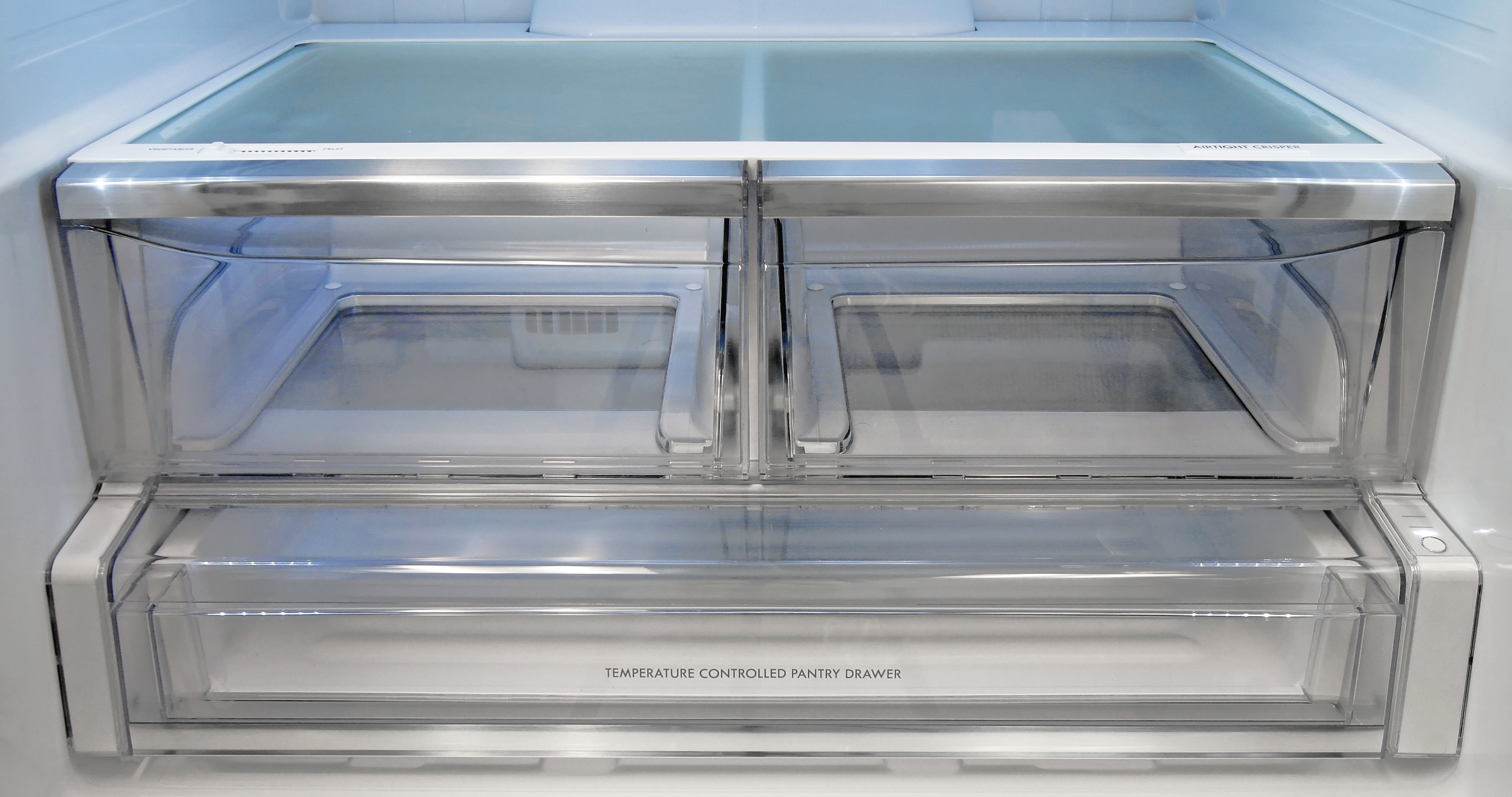 The Kenmore Elite 74025's left drawer is a standard crisper, while the right one has a special airtight design. The lower drawer also provides three distinct temperature settings.