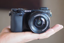 SONY-A6000-FI-HANDLING1.jpg