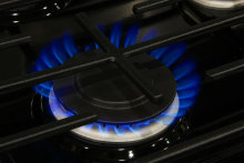 Whirlpool WFG540H0AS Burner Flames