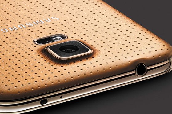 GOLD-S5-CAMERA-OUTSIDE.jpg