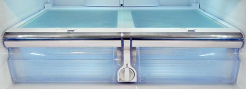 Samsung-RF31FMESBSR-crisper-drawer.jpg