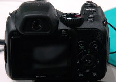 Fujifilm-finepix-s2000hd-back-375.jpg