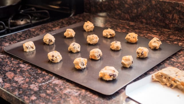 Does It Actually Matter Which Baking Sheet You Buy