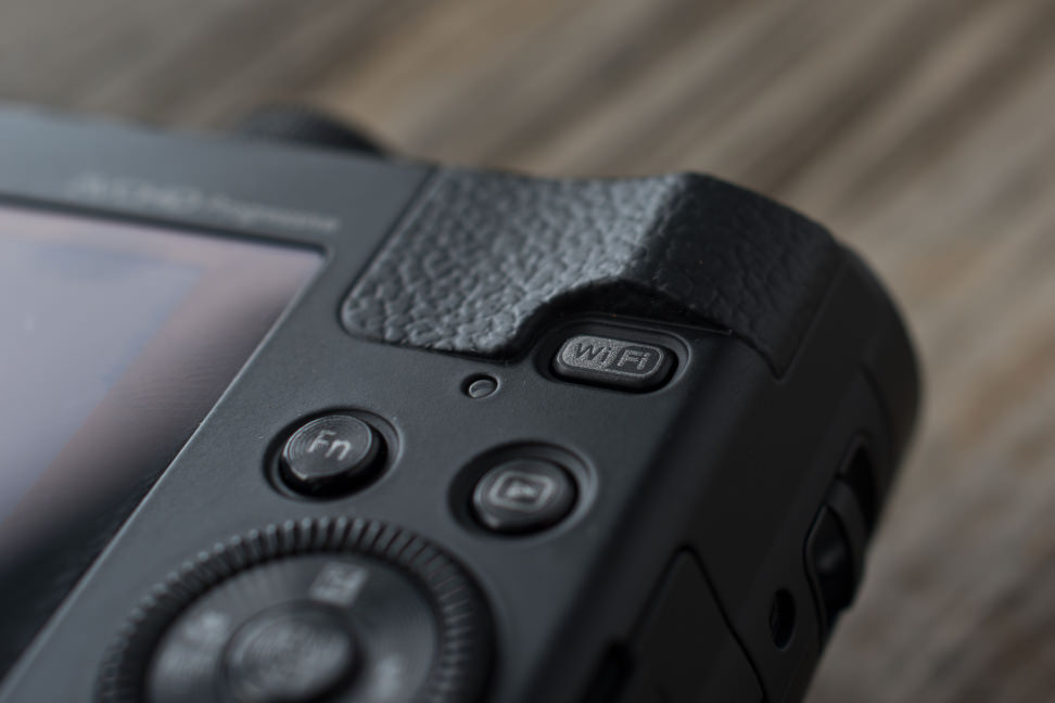 Panasonic-ZS40-review-design-wifi.jpg