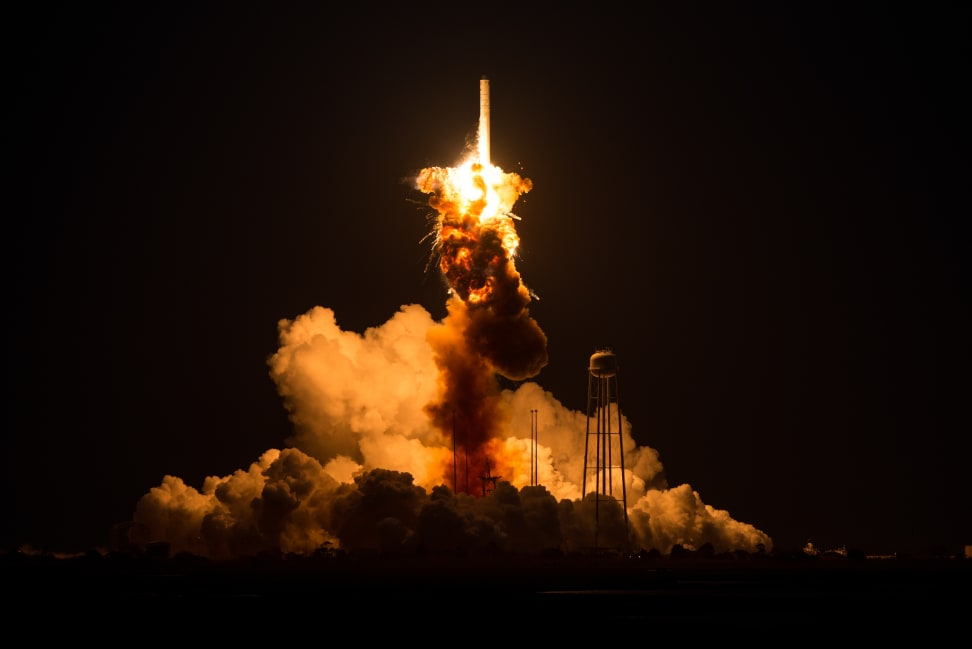 Orbital Sciences Antares Explosion.jpg
