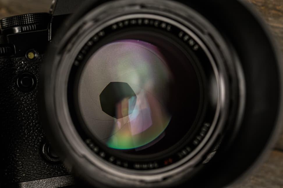 fuji-56mm-f1p2-review-design-aperture.jpg