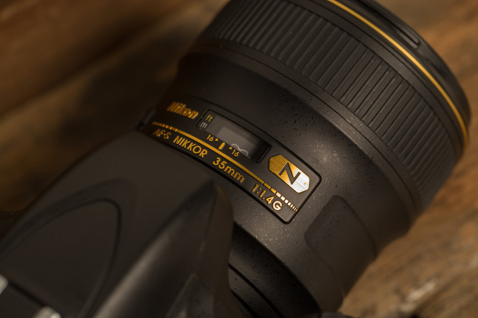 nikon-35mm-f1p4-review-design-top.jpg
