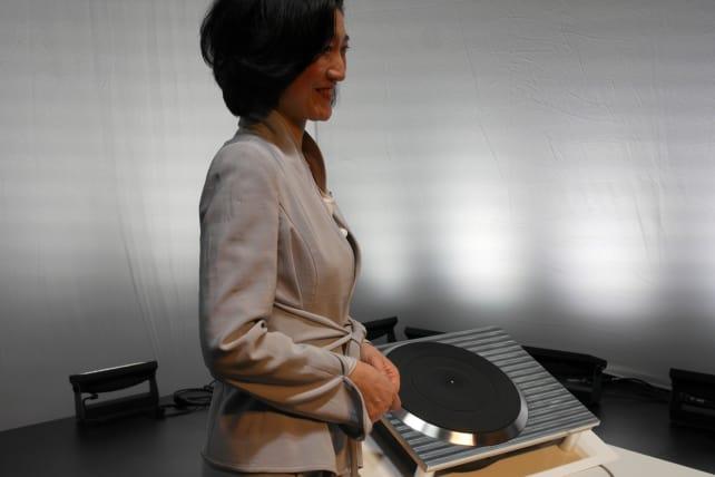 Mitsuko Uchida and Technics Turntable
