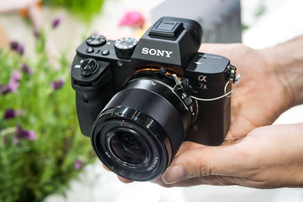 Sony FE 28mm f/2 – In Profile
