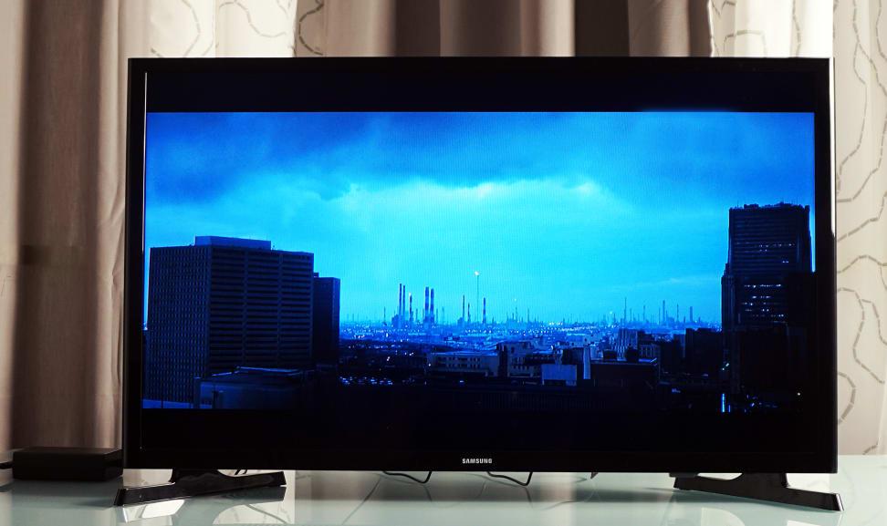 Samsung-UN32J4000-Front-blue