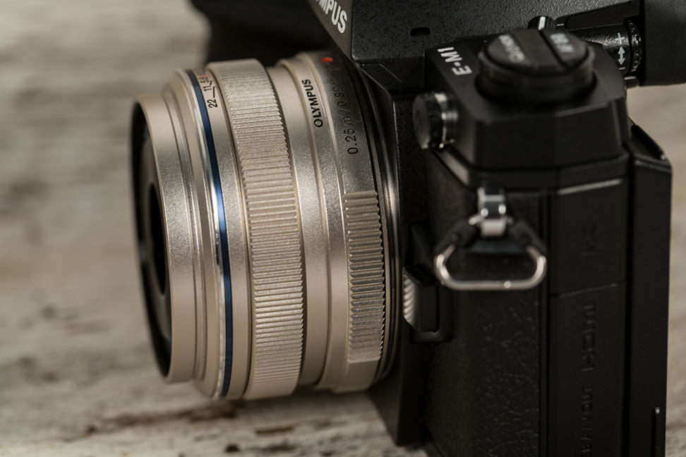 olympus-17mm-review-design-camera-angle.jpg