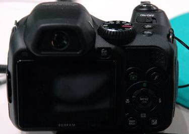 Fujifilm-finepix-s2000hd-back-375.jpg