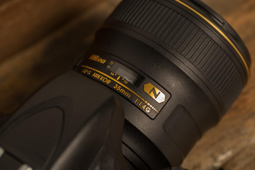 nikon-35mm-f1p4-review-design-top.jpg