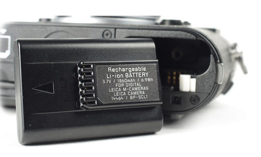 s600x600_LEICA-MONOCHROM-REVIEW-BATTERY.jpg