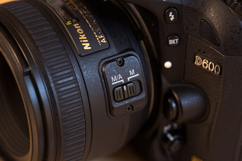 nikon-50-f1p4-review-design-camera-af-switch.jpg
