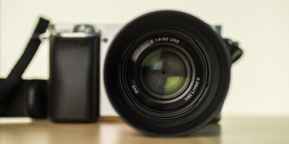 sony-50mm-f1p8-review-design-front-camera.jpg