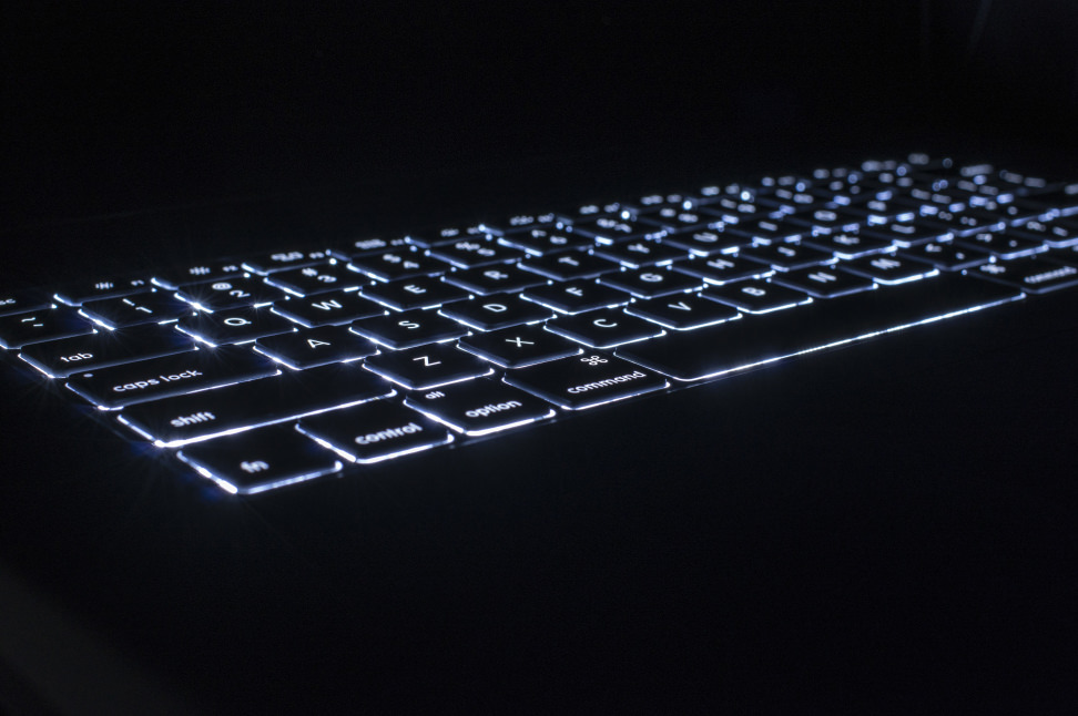 apple-macbook-air-review-design-keyboard-light.jpg