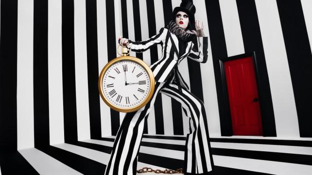 Ikea-Omedelbar-Bea-with-wall-clock